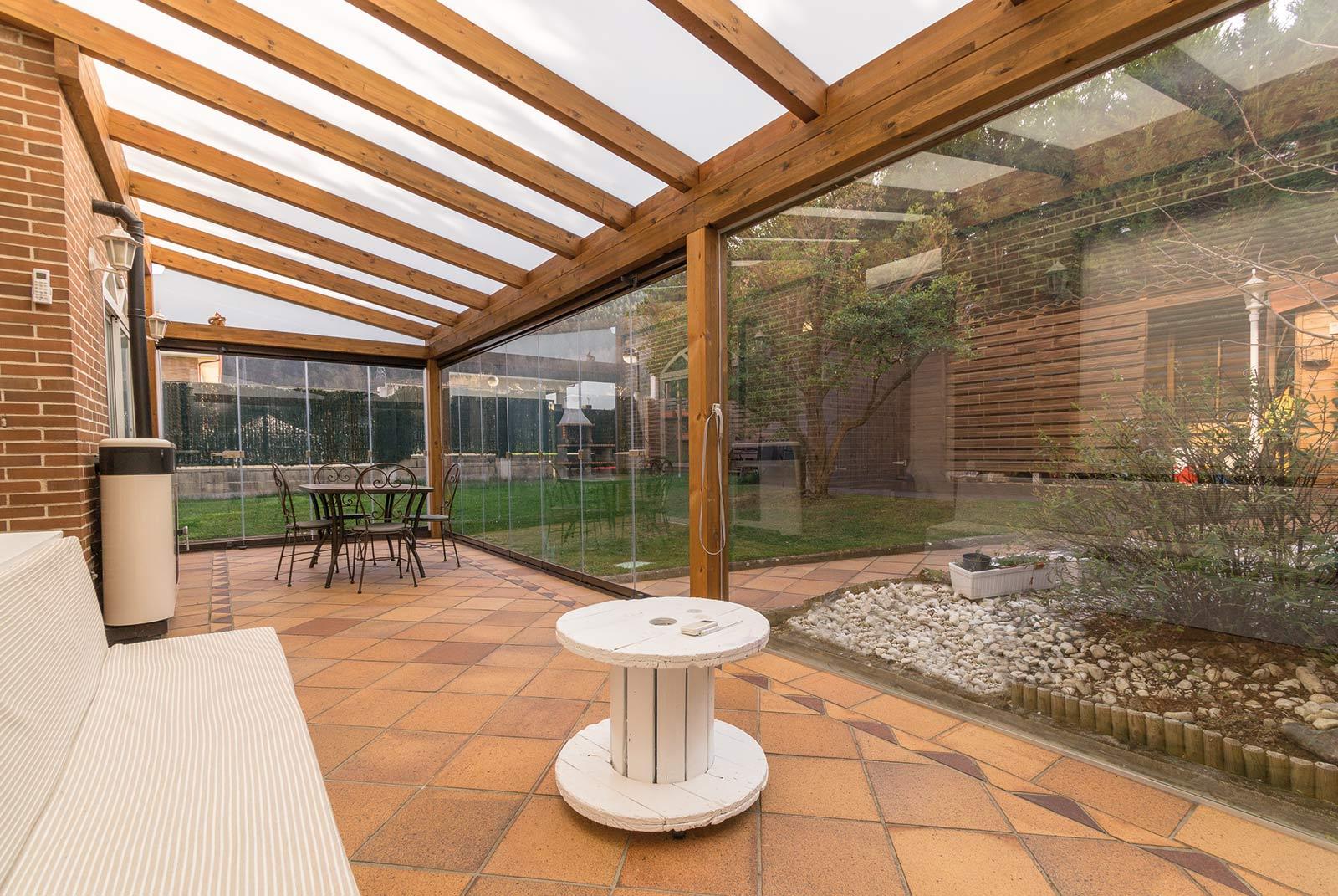 porche-jardin-madera-cristal-lumon-estufa-navarra-6
