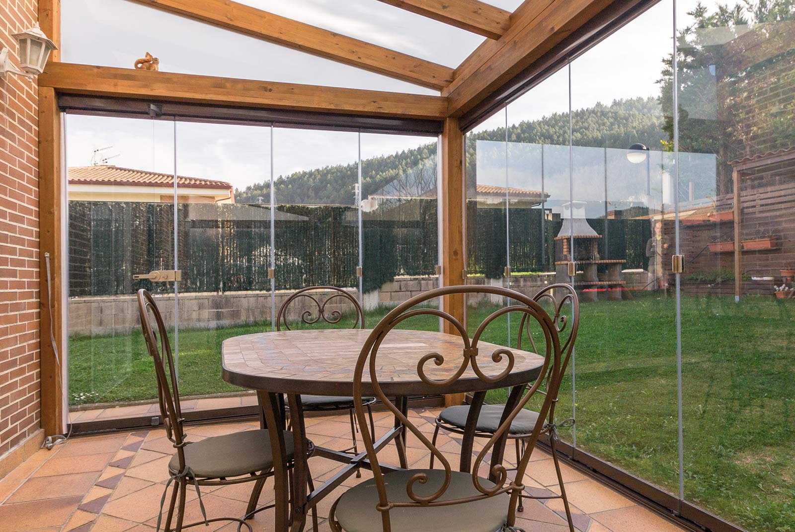 porche-jardin-madera-cristal-lumon-estufa-navarra-7