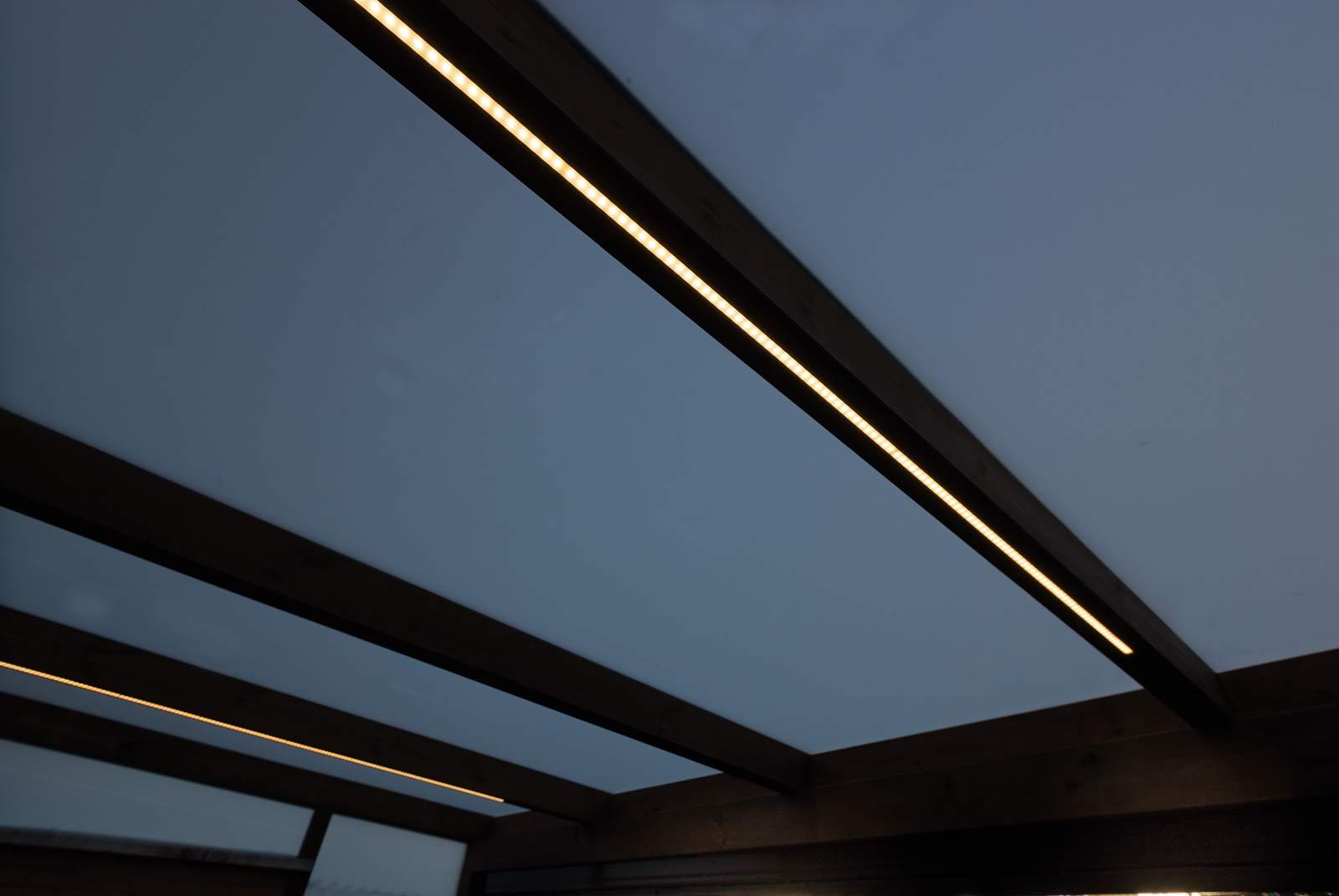 Iluminación encastrada en el porche