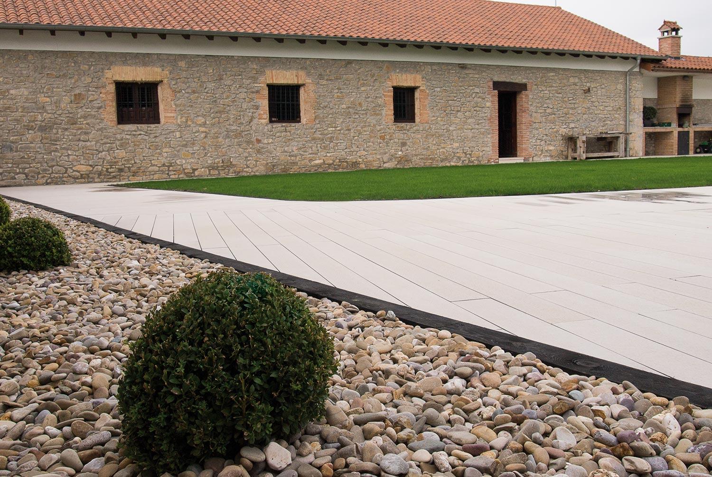 tarima-exterior-piscina-jardin-aridos-5