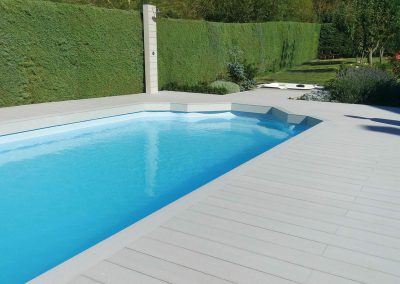 Tarima tecnológica en piscina
