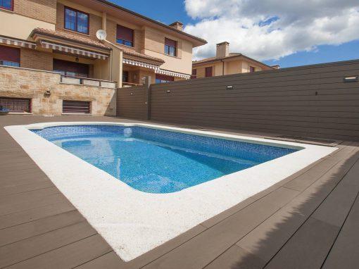 Tarima tecnológica, sintética de exterior en piscina