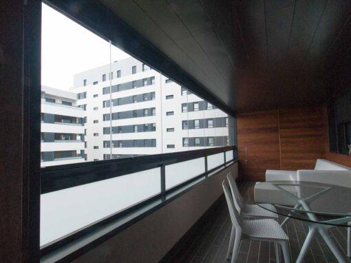 Terraza moderna acristalada