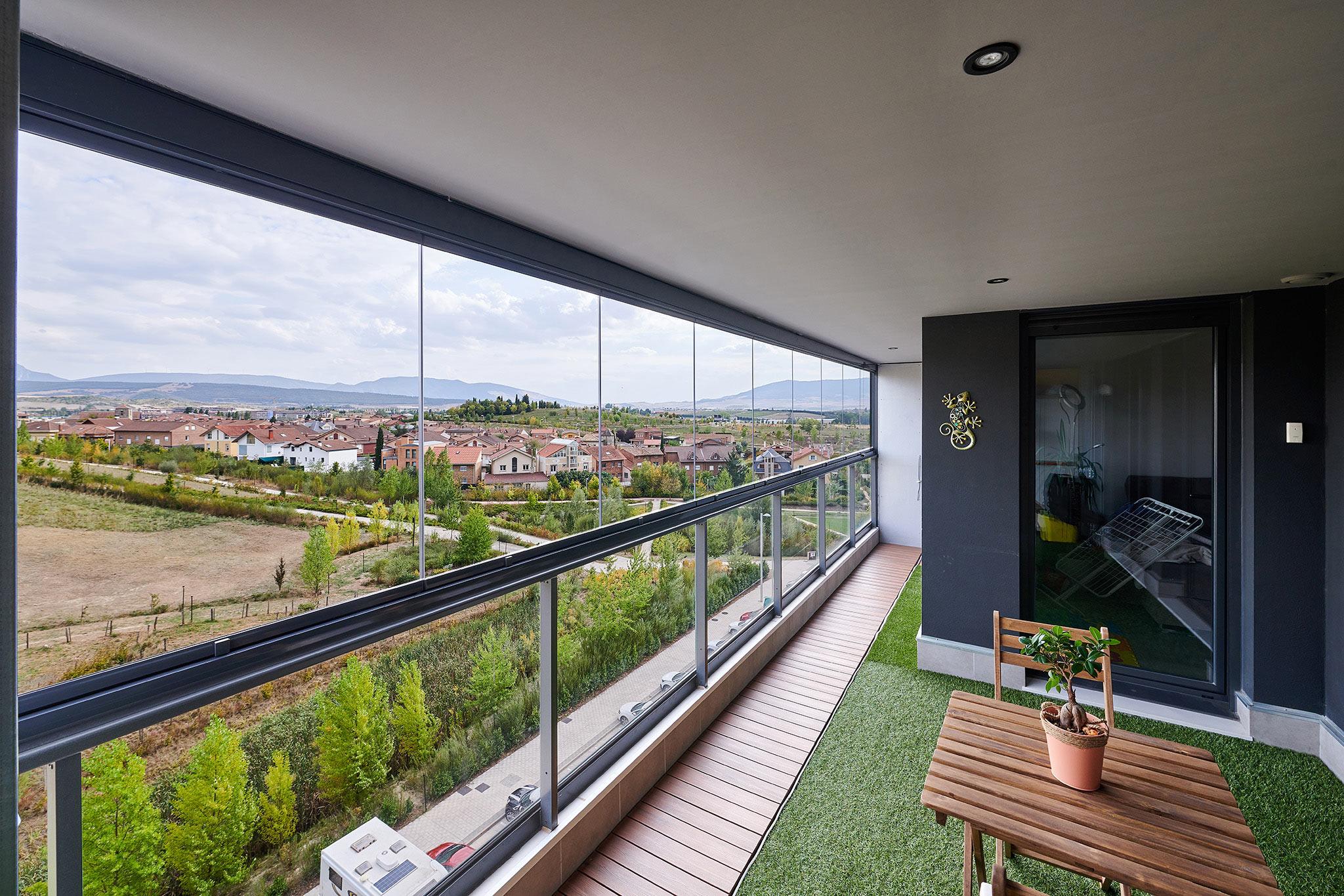 Cortinas de cristal Lumon en terraza del Soto Lezkairu en Pamplona